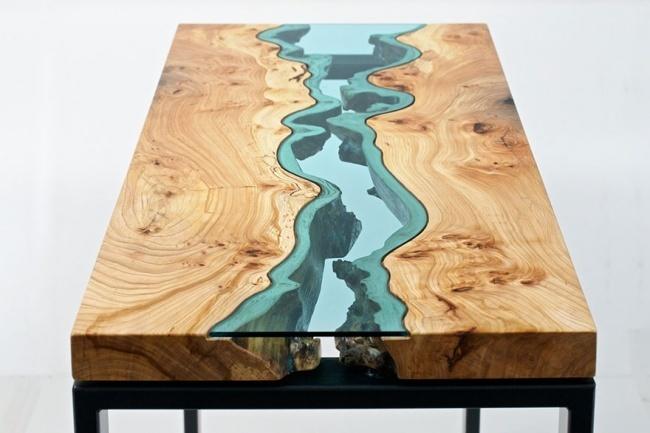 Một dòng sông xanh biếc chảy qua mặt bàn, khá nghệ và lạ mắt!