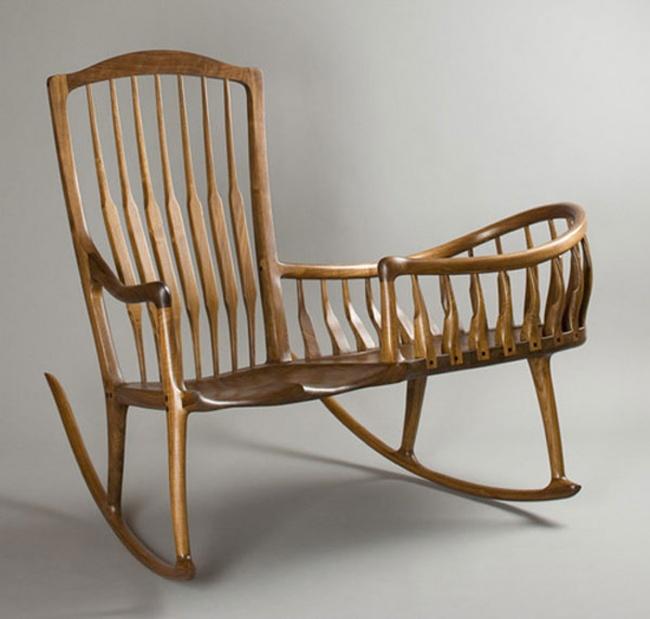 Ghế đu bằng gỗ dành cho những phút giây thư giãn của mẹ và con.