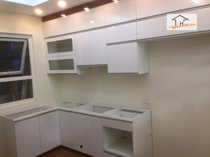 Hình ảnh tủ bếp đã lắp xong, chưa có phụ kiện và mặt đá bếp