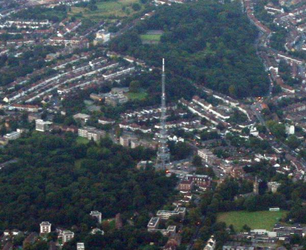 Tháp truyền thông Crystal Palace