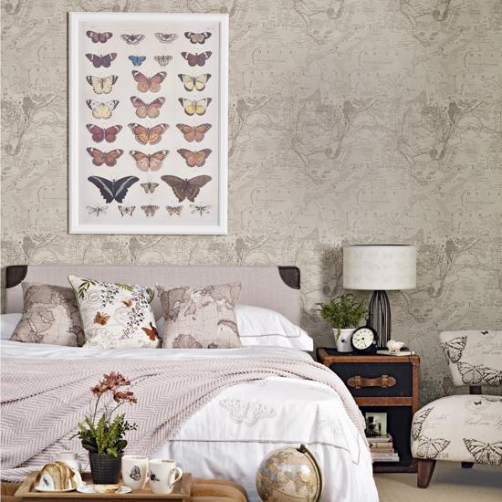 Cách trang trí tường phòng ngủ bằng khung ảnh nghệ thuật - HomeXinh