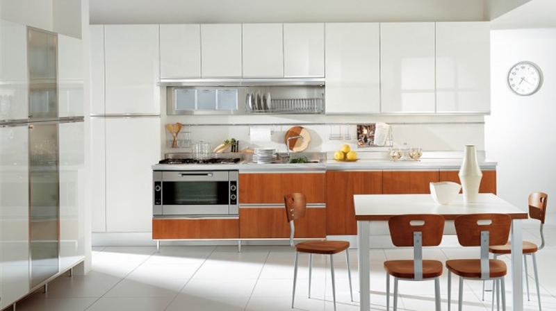 1. Phòng bếp với tủ bếp hiện đại, cùng tông màu vẫn gỗ và màu trắng