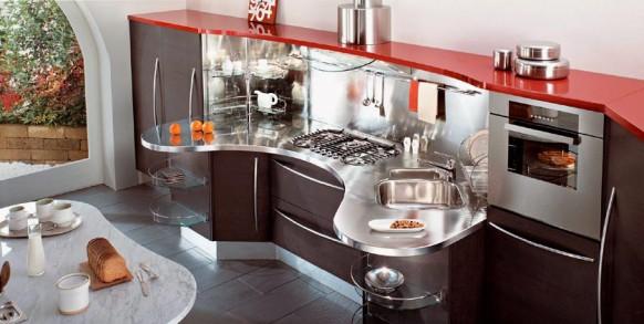 3. Tủ bếp tông màu nâu tối, với điểm nhấn màu đỏ đẹp