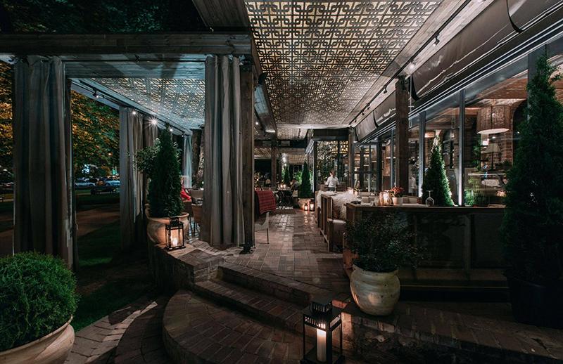 Hình 01: Thiết kế nội thất nhà hàng sang trọng hợp phong thủy