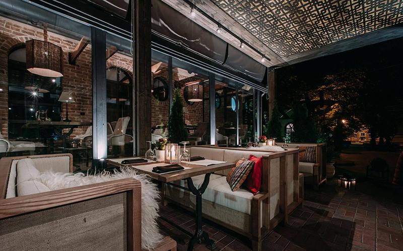 Hình 06: Thiết kế nội thất nhà hàng sang trọng hợp phong thủy
