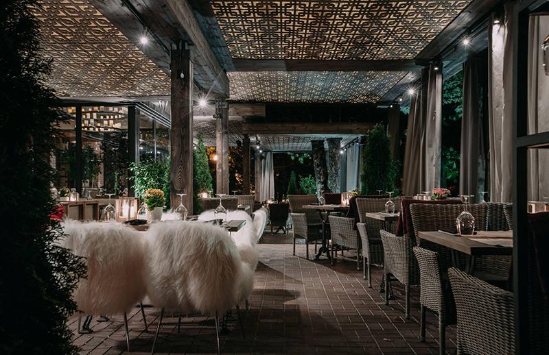 Hình 08: Thiết kế nội thất nhà hàng sang trọng hợp phong thủy