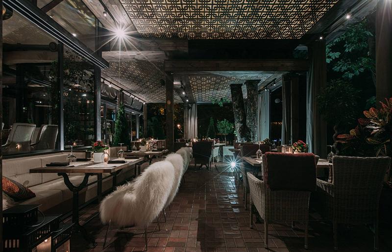 Hình 10: Thiết kế nội thất nhà hàng sang trọng hợp phong thủy