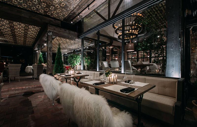 Hình 12: Thiết kế nội thất nhà hàng sang trọng hợp phong thủy