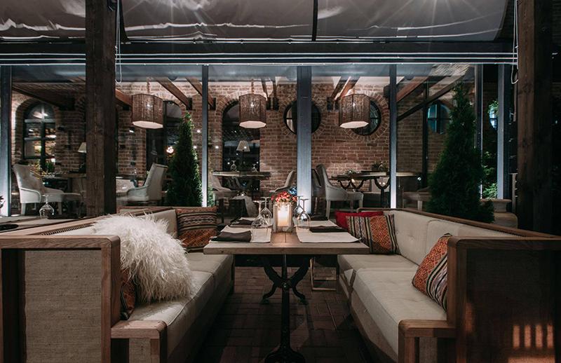 Hình 13: Thiết kế nội thất nhà hàng sang trọng hợp phong thủy