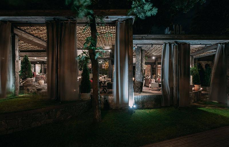 Hình 15: Thiết kế nội thất nhà hàng sang trọng hợp phong thủy
