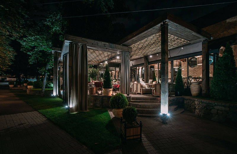 Hình 17: Thiết kế nội thất nhà hàng sang trọng hợp phong thủy