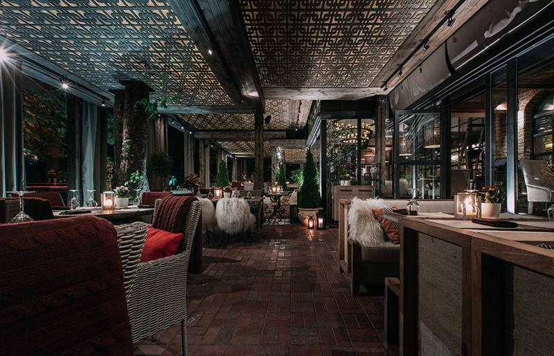 Hình 18: Thiết kế nội thất nhà hàng sang trọng hợp phong thủy