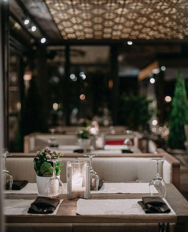 Hình 19: Thiết kế nội thất nhà hàng sang trọng hợp phong thủy