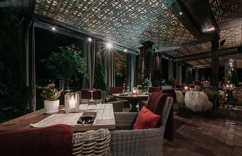 Hình 20: Thiết kế nội thất nhà hàng sang trọng hợp phong thủy