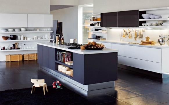 7. Thiết kế phòng bếp cao cấp, hiện đại với nhiều chỗ để đồ dùng bát đĩa