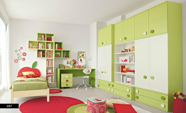 1. Phòng ngủ trẻ em ấn tượng với màu xanh và màu đỏ nổi bật trên nền màu trắng chủ đạo