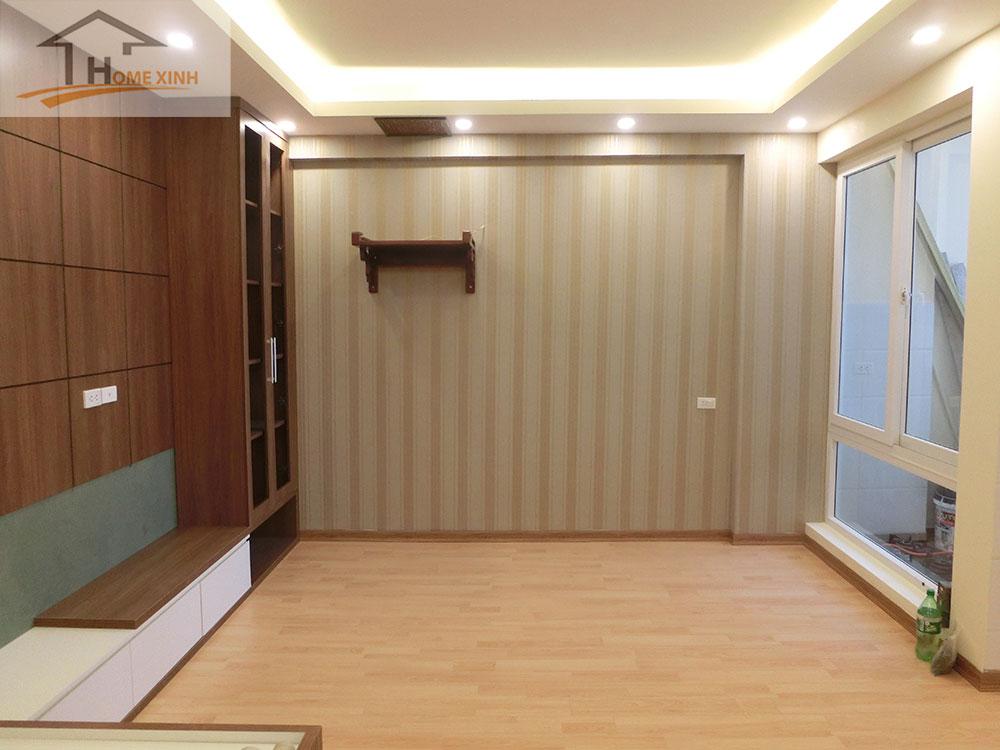 Bức tường sau khi hoàn thành công đoạn dán giấy tại chung cư 183 Hoàng Văn Thái