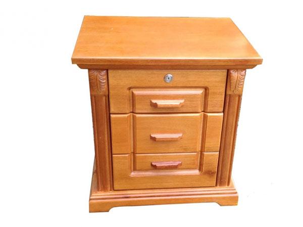 Một chiếc tủ được làm từ gỗ Chò Chỉ