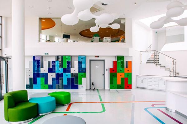 Thiết kế nội thất văn phòng với màu sắc tươi sáng