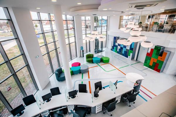 Không gian văn phòng rộng lớn đầy đủ nội thất cần thiết