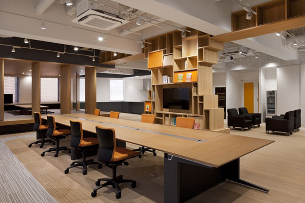 Không gian thông thoáng với nhau tạo nên nét riêng cho văn phòng