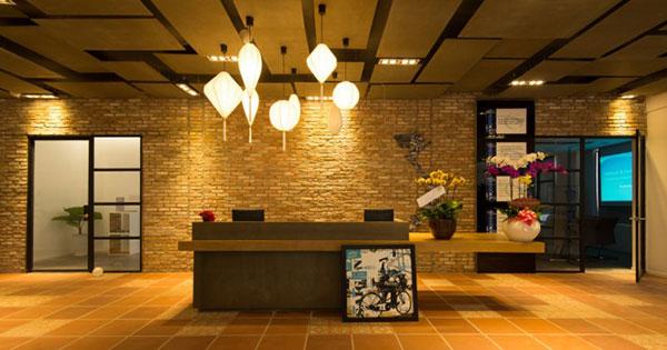 Nội thất văn phòng với màu sắc của ánh đèn