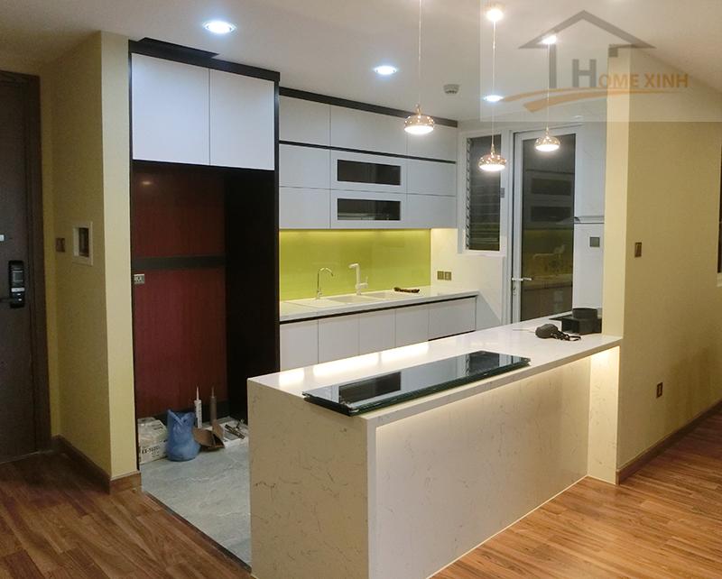 Phòng bếp được trang trí đèn lung linh