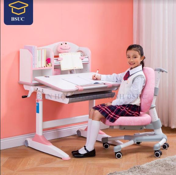 Bàn học thông minh giúp bé có được tư thế ngồi học đúng nhất